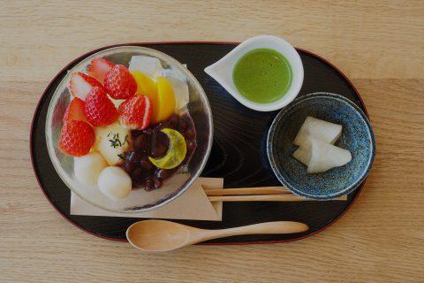 三日月あんみつ〜春のイチゴと抹茶を添えて〜