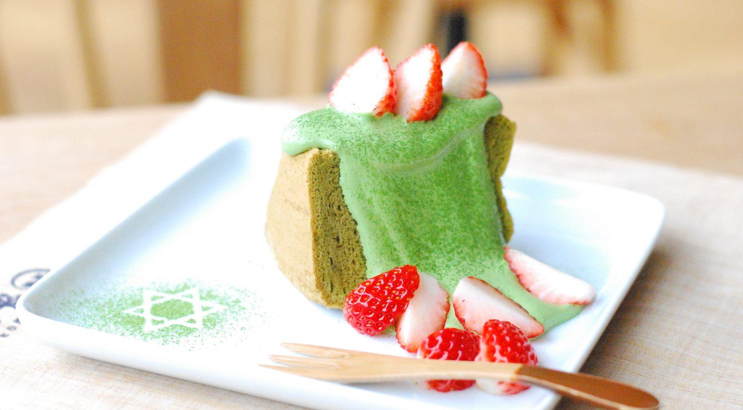 抹茶と米粉のシフォンケーキ〜イチゴと抹茶クリームのせ〜